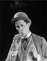 1910s 1920s PORTRAIT SERIOUS CHARACTER CON MAN BOWLER HAT FANCY SUIT CRAVAT SMOKING CIGAR Stock Photo - Premium Rights-Managednull, Code: 846-08030430