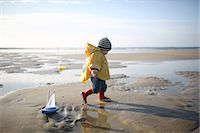 sandi model - A 1 year old boy plays on the beach Stock Photo - Premium Rights-Managednull, Code: 877-08129105
