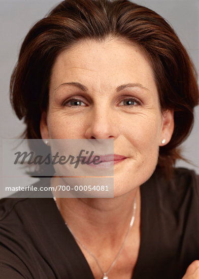 40-50 YEARS OLD AND WOMAN ??? close up of woman head shot Mature woman ...