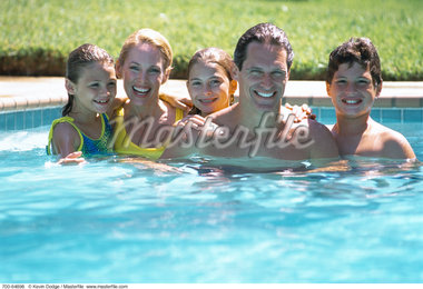 Portrait of Family in Swimming Pool    Stock Photo - Premium Rights-Managed, Artist: Kevin Dodge, Code: 700-00064898