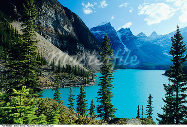 Moraine Lake, Banff National Park, Alberta, Canada    Stock Photo - Premium Rights-Managed, Artist: Roy Ooms, Code: 700-00430820