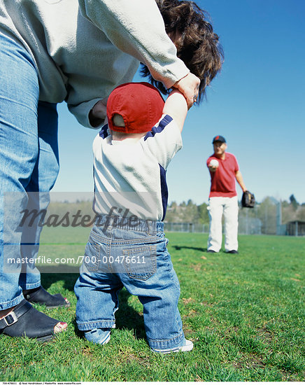 Mother and Father Playing Baseball With Baby    Stock Photo - Premium Rights-Managed, Artist: Noel Hendrickson, Code: 700-00476611