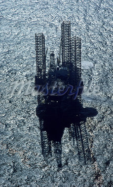 Offshore Oil Rig Stock Photo - Premium Royalty-Freenull, Code: 621-00739128