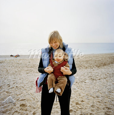Mother and Son at the Beach, Cassis, Bouches du Rhone, France    Stock Photo - Premium Rights-Managed, Artist: Derek Shapton, Code: 700-00918462