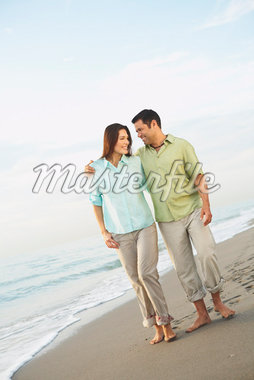 Couple at Beach    Stock Photo - Premium Rights-Managed, Artist: Marc Vaughn, Code: 700-01184756
