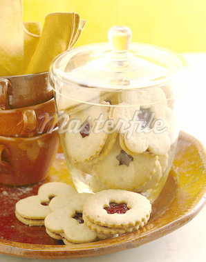 Linzer Cookies Stock Photo - Premium Royalty-Freenull, Code: 621-01230435