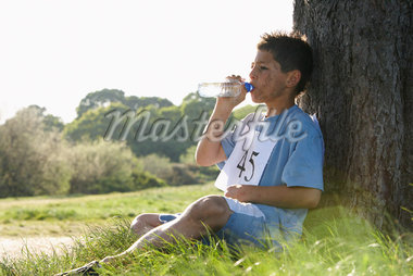 Boy Drinking Water After Race    Stock Photo - Premium Royalty-Free, Artist: Masterfile, Code: 600-01374850