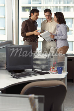 Business People Having Discussion in Office    Stock Photo - Premium Royalty-Free, Artist: Masterfile, Code: 600-01428956