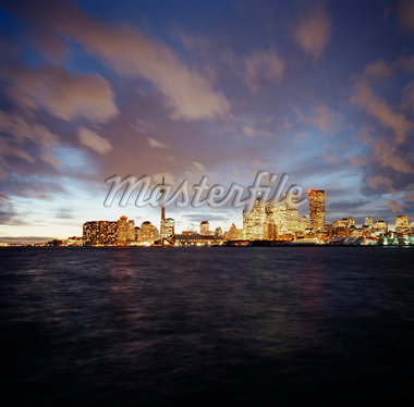 City from Lake, Toronto, Ontario    Stock Photo - Premium Rights-Managed, Artist: Derek Shapton, Code: 700-01459129
