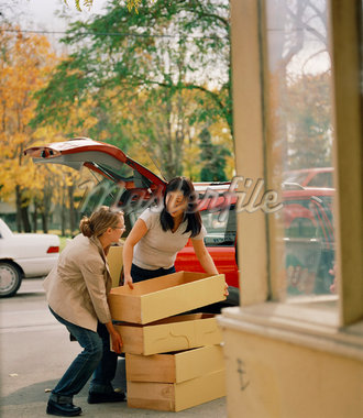 Women Unloading Drawers from Truck    Stock Photo - Premium Rights-Managed, Artist: Derek Shapton, Code: 700-01459136