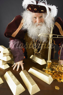 King Weighing Gold Bars    Stock Photo - Premium Rights-Managed, Artist: Jerzyworks, Code: 700-01582213