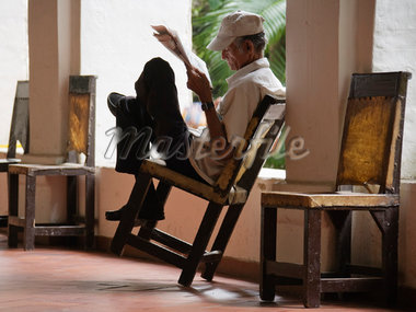 Man Reading Newspaper, Cartagena, Columbia    Stock Photo - Premium Rights-Managed, Artist: Jeremy Woodhouse, Code: 700-01586950