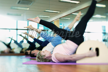 Women exercising in a gym Stock Photo - Premium Royalty-Freenull, Code: 635-01707449