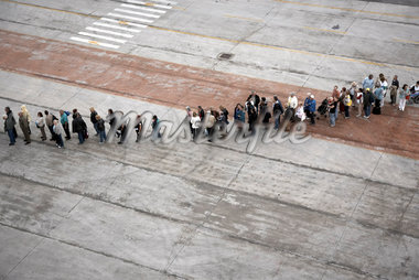Line-Up of People on Pier    Stock Photo - Premium Rights-Managed, Artist: Derek Shapton, Code: 700-01827202