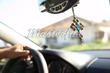 Cross Hanging from Rear View Mirror    Stock Photo - Premium Rights-Managed, Artist: Derek Shapton, Code: 700-01827209