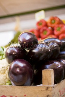 Aubergines in a crate at a market Stock Photo - Premium Royalty-Freenull, Code: 659-01858798