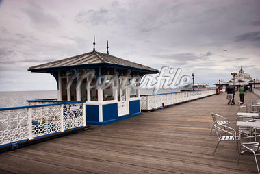 Wooden Pier    Stock Photo - Premium Rights-Managed, Artist: George Simhoni, Code: 700-02046424