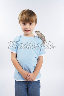 Boy with Lizard on Shoulder    Stock Photo - Premium Royalty-Free, Artist: Masterfile, Code: 600-02055790
