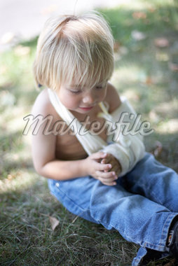 Boy with Broken Arm in Cast    Stock Photo - Premium Rights-Managed, Artist: Derek Shapton, Code: 700-02129076