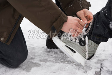Father Helping Son Put on Skates    Stock Photo - Premium Royalty-Free, Artist: Masterfile, Code: 600-02200080