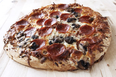 Close-up of Pepperoni and Mushroom Pizza Stock Photo - Premium Rights-Managed, Artist: Angus Fergusson, Code: 700-02833232