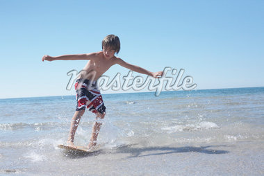 Boy Skimboarding at Deanlea Beach, Elmvale, Ontario, Canada Stock Photo - Premium Royalty-Free, Artist: Jerzyworks, Code: 600-02887091