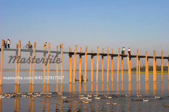 People crossing U Bein's Bridge, Taugthaman Lake, Amarapura, Mandalay, Myanmar (Burma), Asia Stock Photo - Premium Rights-Managed, Artist: Robert Harding Images, Code: 841-02917307