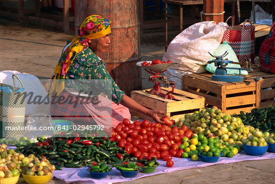 Woman selling vegetables from stall in Tlacolula Market, Oaxaca Region, Mexico, North America                                                                                                            Stock Photo - Direito Controlado, Artist: Robert Harding Images, Code: 841-02945792