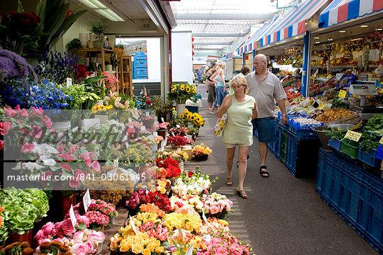 Fruit, vegetable and flower market in the Altstadt (Old Town), Dusseldorf, North Rhine Westphalia, Germany, Europe                                                                                       Stock Photo - Direito Controlado, Artist: Robert Harding Images    , Code: 841-03061945