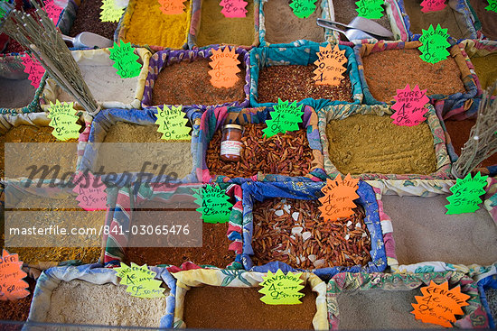 Spices at the market in the old town, Nice, Alpes Maritimes, Provence, Cote d'Azur, French Riviera, France, Europe                                                                                       Stock Photo - Direito Controlado, Artist: Robert Harding Images    , Code: 841-03065476