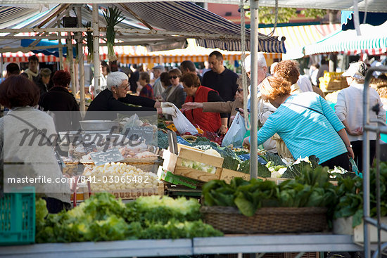 Market, Nice, Alpes Maritimes, Provence, Cote d'Azur, French Riviera, France, Europe                                                                                                                     Stock Photo - Direito Controlado, Artist: Robert Harding Images    , Code: 841-03065482