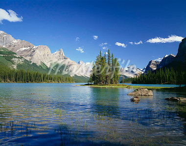 Maligne Lake Jasper National Park Alberta Canada Stock Photo - Premium Rights-Managed, Artist: Oriental Touch, Code: 855-03255003