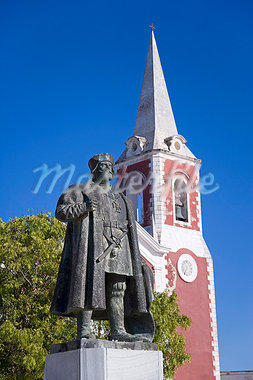 A statue of Vasco de Gama stands in front of the old governor's palace on the Ilha do Mozambique,the old capital of Portuguese East Africa. Stock Photo - Premium Rights-Managed, Artist: AWL Images, Code: 862-03364958
