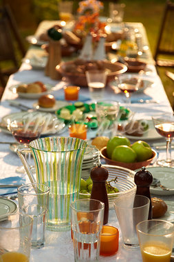 Table Set for Outdoor Dinner Party, Mississauga, Ontario, Canada Stock Photo - Premium Rights-Managed, Artist: Derek Shapton, Code: 700-03484968
