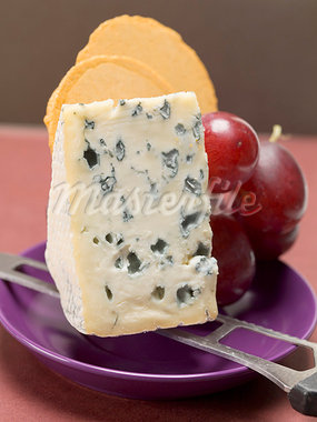 Piece of blue cheese, red grapes and crackers Stock Photo - Premium Royalty-Freenull, Code: 659-03530744