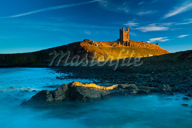 View of Lilburn Tower, Dunstanburgh Castle, Northumberland, England Stock Photo - Premium Rights-Managed, Artist: Jason Friend, Code: 700-03739043