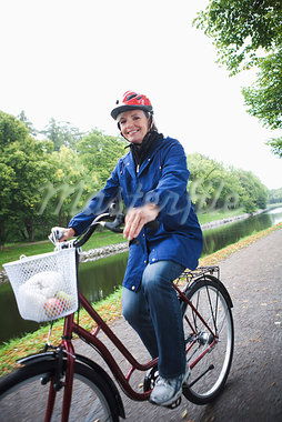 Female cyclist in a park, Stockholm, Sweden. Stock Photo - Premium Royalty-Freenull, Code: 6102-03828599