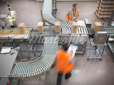 Factory workers in bottling plant Stock Photo - Premium Royalty-Freenull, Code: 649-03858217
