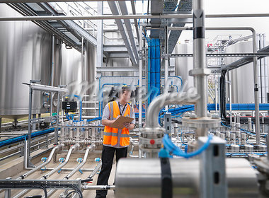Worker with machinery in bottling plant Stock Photo - Premium Royalty-Freenull, Code: 649-03858242