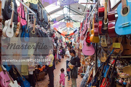 Guitars for sale in market, Mercado de Dulces, Morelia, Michoacan state, Mexico, North America Stock Photo - Direito Controlado, Artist: Robert Harding Images, Code: 841-03868564