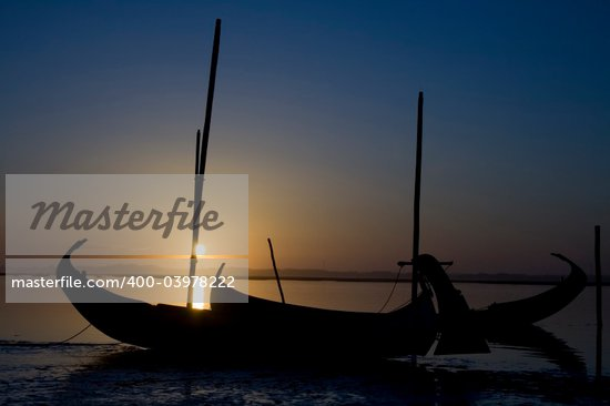 Typycal moliceiro portuguese boat on the sunset Stock Photo - Royalty-Free, Artist: pauloresende, Code: 400-03978222