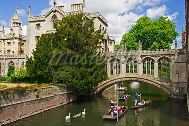 People Punting on River Cam, Bridge of Sighs, Cambridge University, Cambridge, England Stock Photo - Premium Rights-Managed, Artist: JW, Code: 700-04003406