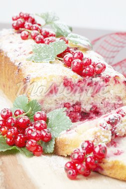 Homemade sponge cake with fresh organic red currants and sugar icing Stock Photo - Royalty-Free, Artist: ingridhs                      , Code: 400-04380226