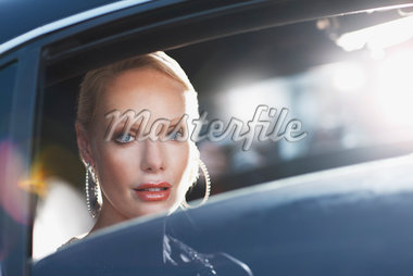 Woman sitting in backseat of car Stock Photo - Premium Royalty-Freenull, Code: 635-05550038