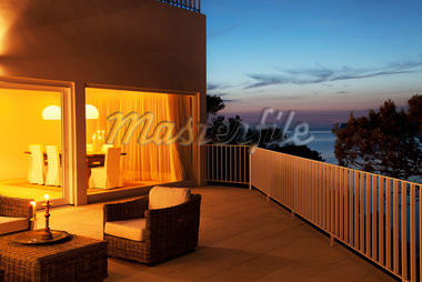 Patio of modern house at twilight Stock Photo - Premium Royalty-Freenull, Code: 635-05550306