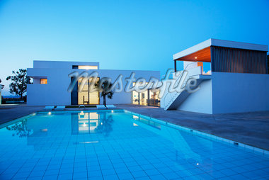 Pool outside modern house at twilight Stock Photo - Premium Royalty-Freenull, Code: 635-05550310