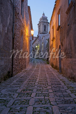 Cobbled alleyway of old city lit up at night Stock Photo - Premium Royalty-Freenull, Code: 635-05550452