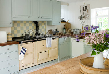 Old-fashioned stove in kitchen Stock Photo - Premium Royalty-Freenull, Code: 635-05550600