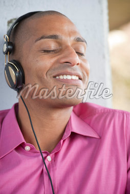 Close-up Portrait of Man using Headphones Stock Photo - Premium Royalty-Free, Artist: Uwe Umsttter, Code: 600-05609740