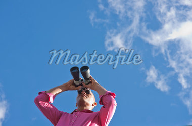 Man Looking through Binoculars Stock Photo - Premium Royalty-Free, Artist: Uwe Umstätter, Code: 600-05609748